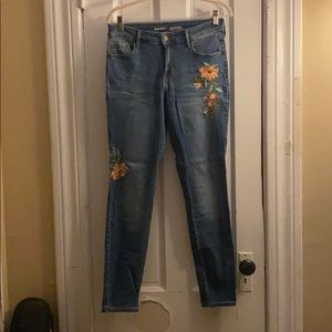 Old Navy Rockstar Embroidered Jeans - Size 6